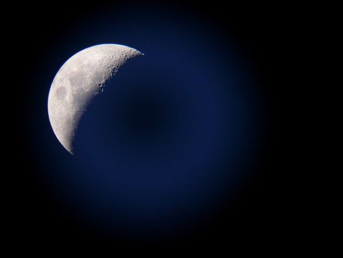 De maan door mijn kijker